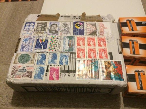 Colis expédié avec des timbres en Francs ???