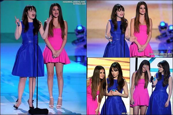 .22/07/2012 : Zooey Deschanel s'est rendu au Teen Choice Awards 2012 à Los Angeles.  .