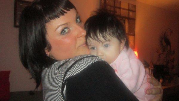ma soeur iléana et sa filleul alissia... trops belle les filles !! ...