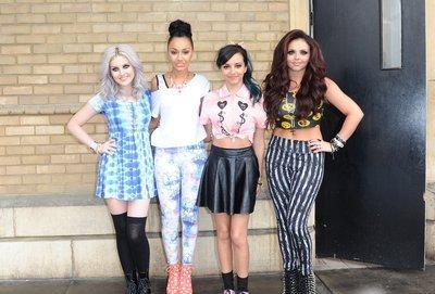 Candid 05/04/13: Les Little Mix à l'extérieur du Whiteley après leur apparition au Sunday Brunch