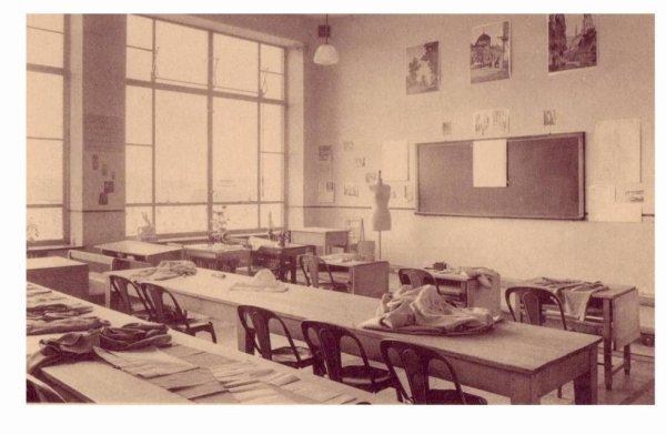 LESSINES - Ecole moyenne des filles - la salle de couture