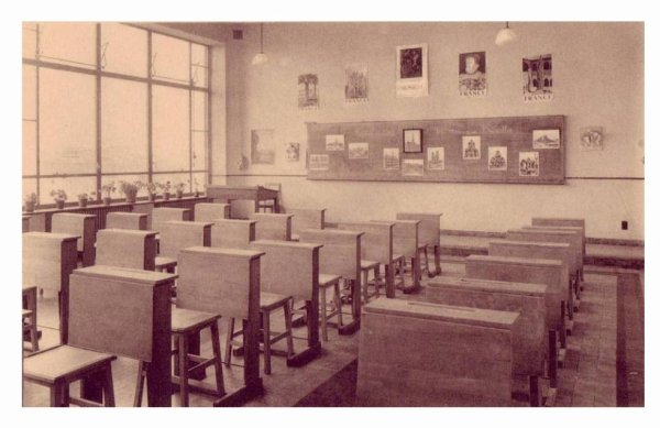 LESSINES - Ecole moyenne des filles - la salle de dessins