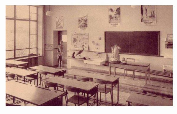 LESSINES - Ecole moyenne des filles - la salle des sciences