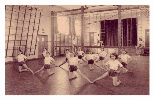 LESSINES - Ecole moyenne des filles - la salle de gymnastique
