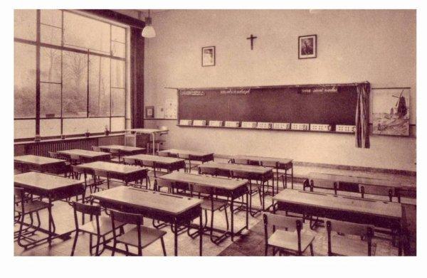 LESSINES - Ecole moyenne des filles - une classe
