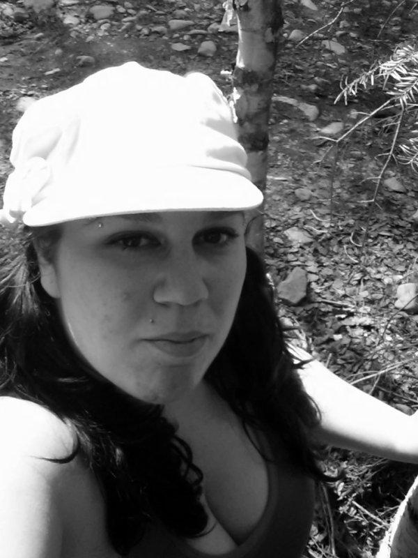 Moi dans le bois au Parc d'Aiguebelle :) En Mai 2013
