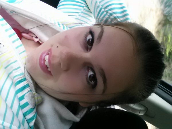 Moa prise dans l'auto haha XD ( Mai 2013)