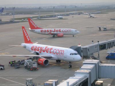 Airbus 319 100 et boeing 737 300 d 39 easyjet a orly sud du r ve a la realit enfin j 39 spere - Comptoir easyjet orly sud ...