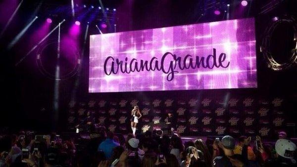 Ariana au Kiss Concert 31/05/14