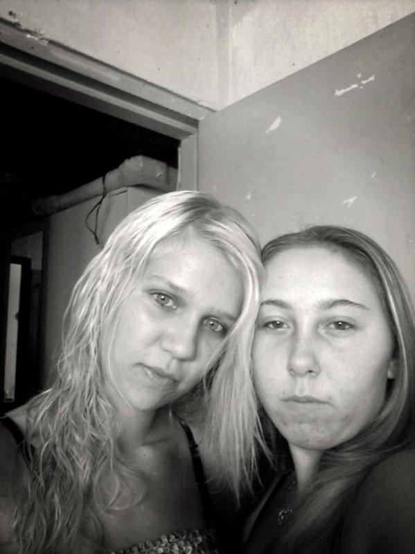 Moii & Ma cOusiin£
