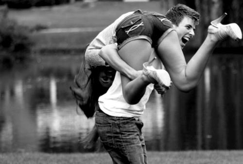Et si c'était ça le bonheur, pas même un rêve, pas même une promesse, juste l'instant.