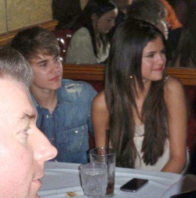 """Selly & Justin au restaurant """"La Cave"""" à LA."""