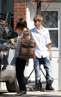 Selena quittant la maison de justin au canada
