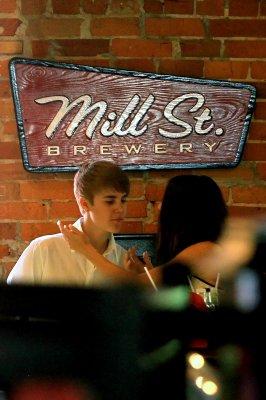 Selena et justin au mil st.brewery