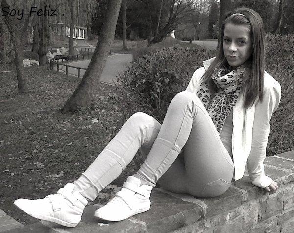 #' J'suis comme cette fille que tu vois dans le Métro que tu Kife Mais que t'auras Jamais .! ♥