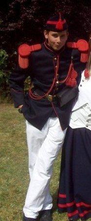 je recherche un ami marchait a la sortie de la marche folklorique saint louis Marcinelle il s'appelle Logan