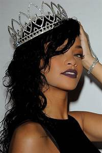 Rihanna (2018)