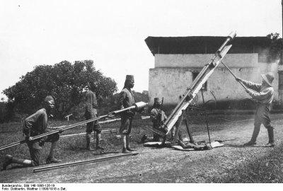 """Un matériel: les fusées """"à la Congrève"""""""