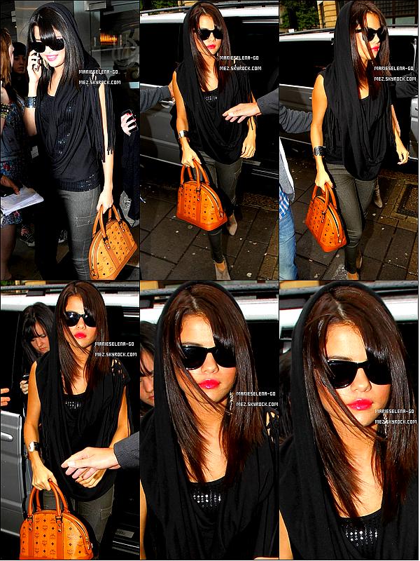 . 07/07/11 : Selena Gomez quittant l'hôtel « Metropolitain » à Londres en Angleterre.  .