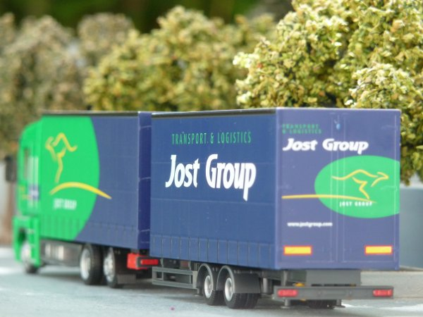 "Renault Magnum ""Jost Group""."