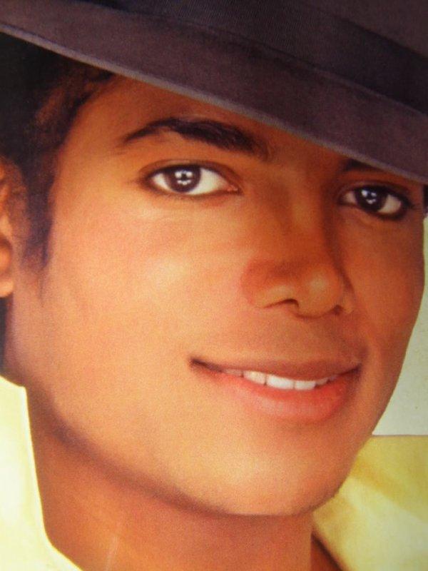 Michael dans toute sa splendeur !! <3 ( La photo qui en fait craquée plus d'une !! ;) )