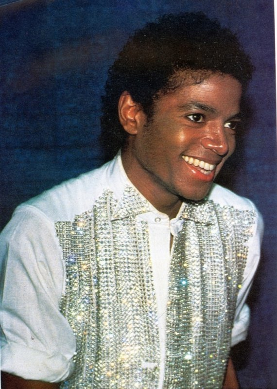 """HAPPY BIRTHDAY OFF THE WALL ! Les 35 ans de """" OFF THE WALL """" était il n'y a pas longtemps :)"""