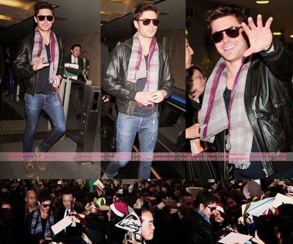 13.12.11 || Notre magnifique Zac arrivait à l'aéroport de Tokyo, au Japon Il était juste trop canon! J'aime tout dans la tenue, le jeans, la veste, les lunettes... C'est un méga Top!