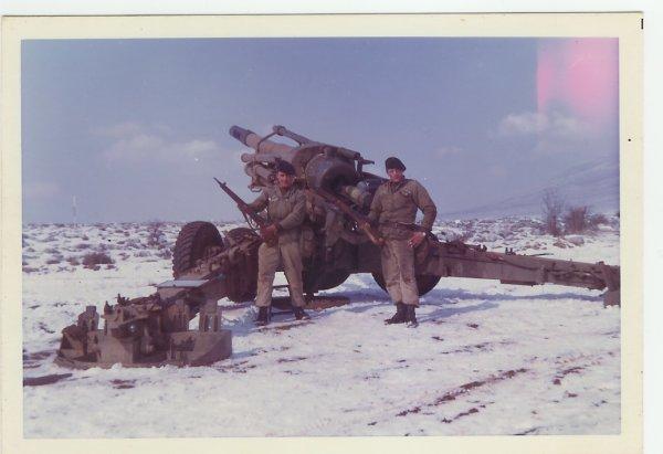 j'avais 19 ans (camp de canjuer) je suis a gauche. Canon de 155 Obus de 63kl Portée 27 km précision  10m