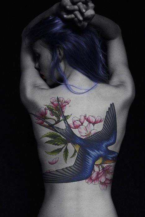 magnifique  femme  tatoué
