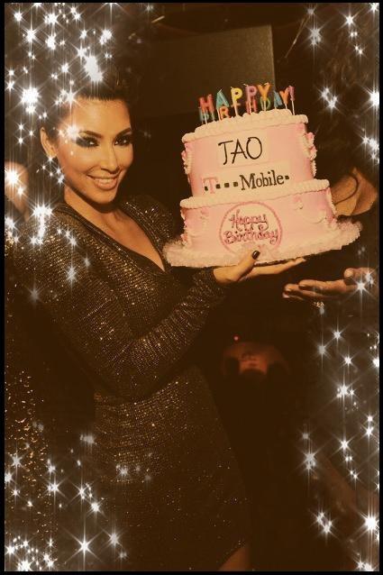 21 octobre 2017: Kim fête aujourd'hui ses 37 ans. Joyeux anniversaire à elle ! Pour ma part, j'ai connu et aimé Kim quand KUWTK était diffusé sur DirectStar en octobre 2011, et vous ? ♥