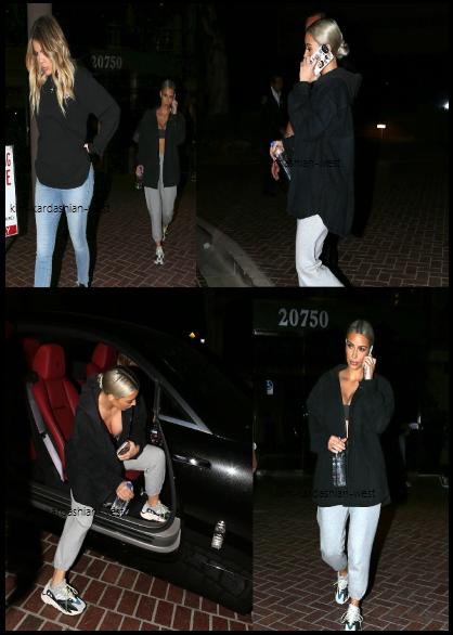 Le 6 novembre 2017, Kim & Khloé ont été vues quittant un studio à Los Angeles. Kim etait en mode décontractée, ce qui change d'habitude !