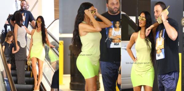07.08.18: Kim, Kourtney et Penelope ont été vues quittant le magasin Macy's. Kim affiche une silhouette parfaite !