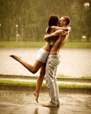 """""""C'est fragile l'amour et nous ne savons pas toujours en prendre soin. On essaye juste de s'en sortir comme en peut en espérant que ce sentiment fragile survivra malgré tout. """""""