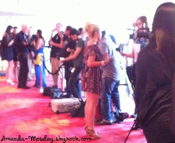 . .  Mandy au magason + Pour au lancement d'un evenement + Mandy nous parle de la maltraitance ... . .