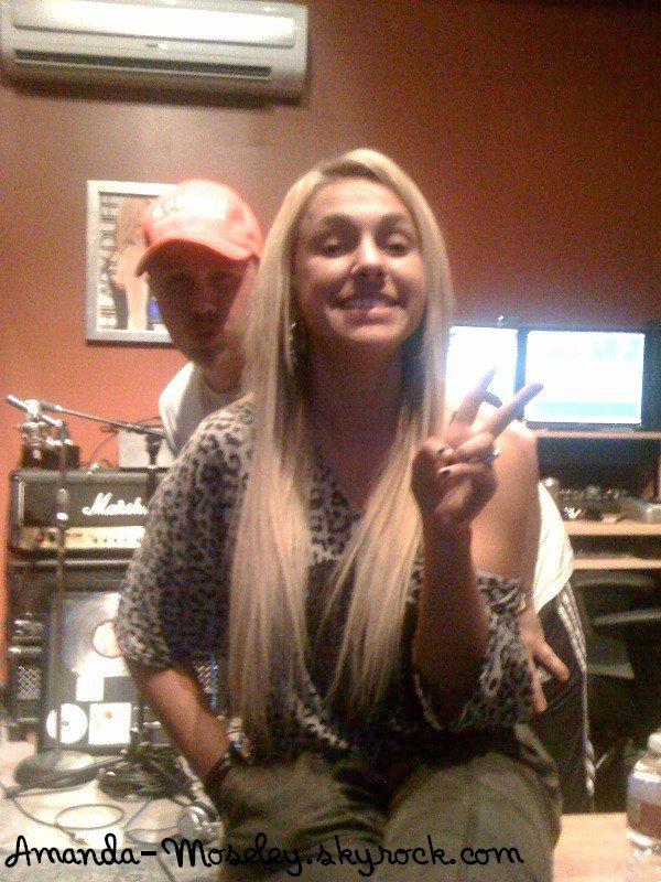 . .  Mandy au magason achetant des fruits haha + Pour une campagne + Mandy toujours au studio + Mandy nous parle d'une tragique histoire ... PRAY † . .
