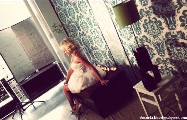 ♦ 6.10.11 - Mandy a ENFIN sortie son single ! Intitulé BOOGIE :) Voici quelque snippet. ENJOY