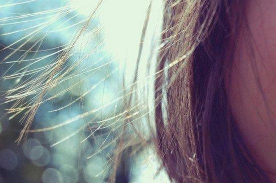 En réalité, t'as peur. C'est pour ça que tu fuis. T'as peur parce que, avec moi, tu sais que c'est pas comme avec les autres filles. Moi, tu m'aimes réellement et ca te fait flipper parce que, aimer quelqu'un, c'est lui donner la possibilité de nous briser le coeur. Je le sais très bien parce qu'en ce moment même tu es en train de briser le miens.