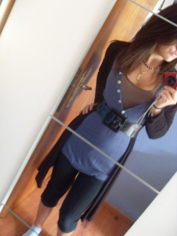Jeans, Top, t-shirt à manche longue bleu & gilet noir avec une ceinture