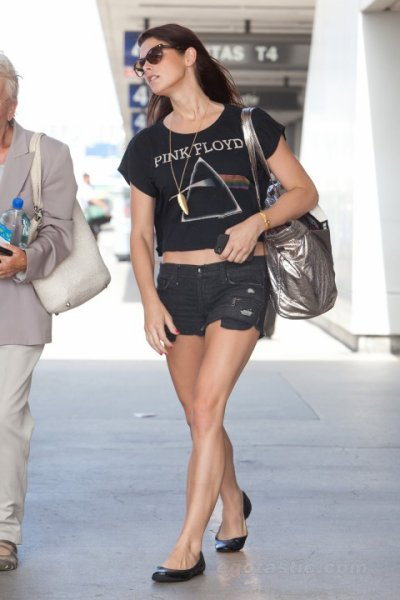 Ashley Greene is getting sexier and sexier day by day...
