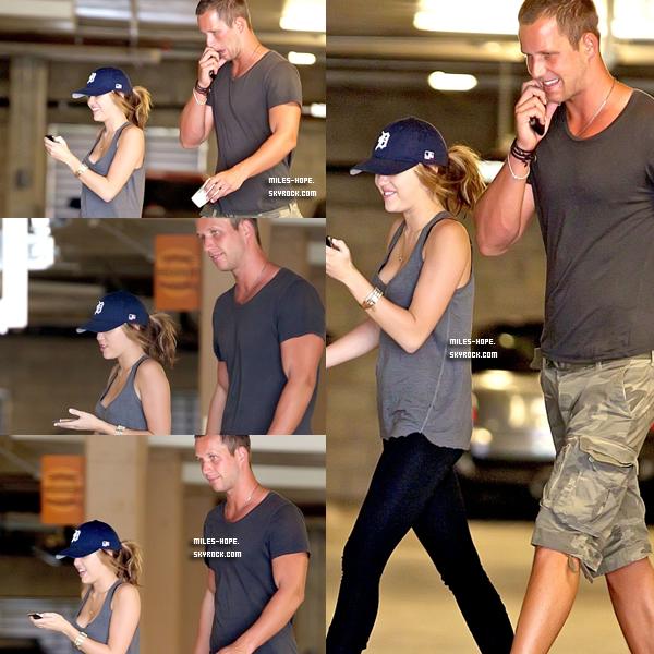 _ 03.10.10 - Miley est sont entraineur ce sont rendu à sont cours de gym, le 1er Octobre à Los Angeles. _