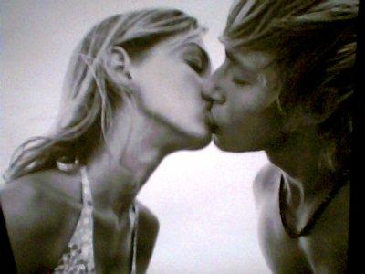 Embrassements, embrassements.