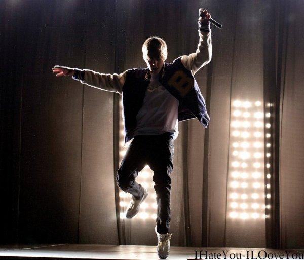 """"""" Hé oui ! Vous ne rêvais pas !! Ce son bien les 3 dernières place pour le concert de Justin Bieber !!  Appelé vite ! Ou vous raterez votre chance d'être tiré au sort !"""""""