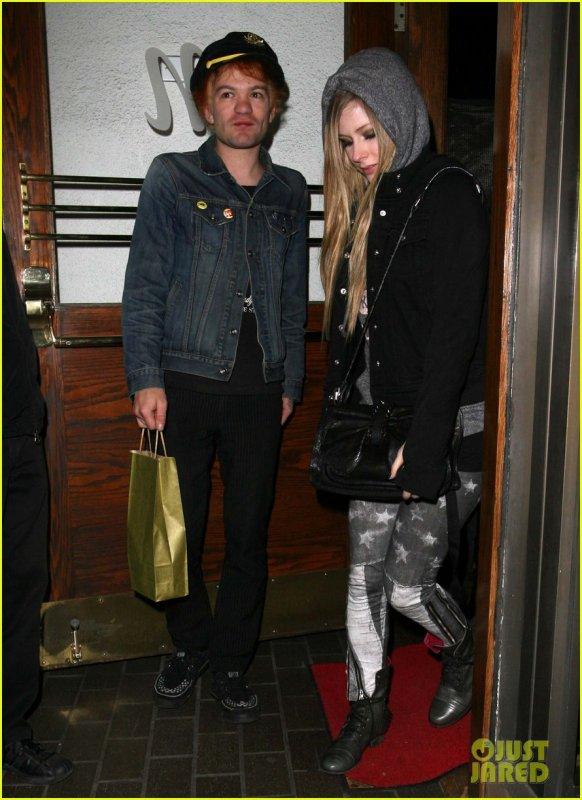 Avril Lavigne (01/12)