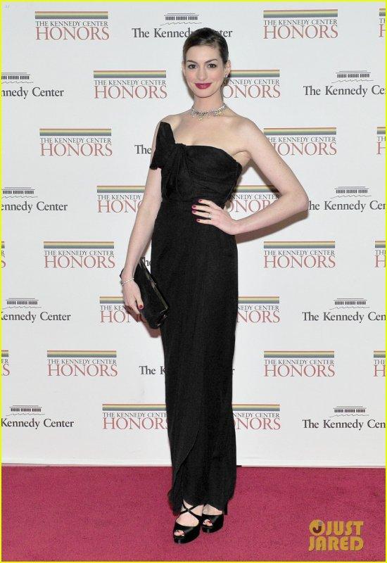 Anne Hathaway (03/12)