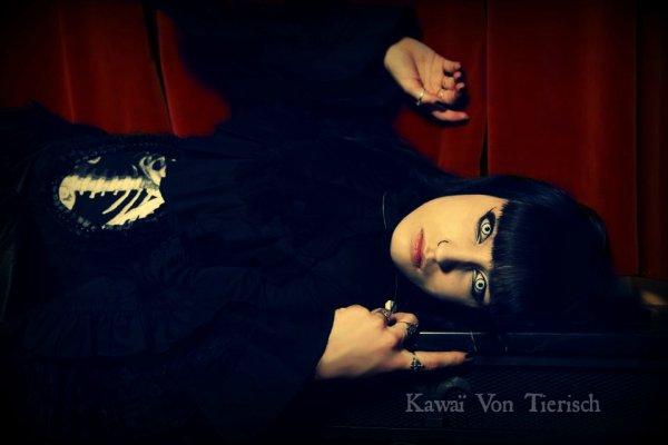 Photo manipulation pour une amie gothique