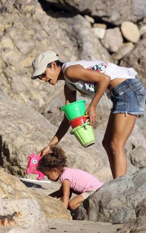Halle Berry And Nahla: Malibu Beach Babes ;-)