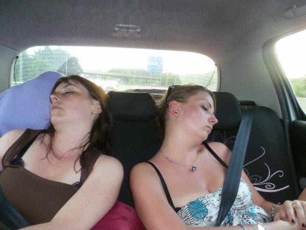C'est super bien de dormir en voiture MDR