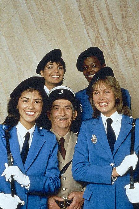 Super cette photo de LOUIS DE FUNES avec les 4 gendarmettes