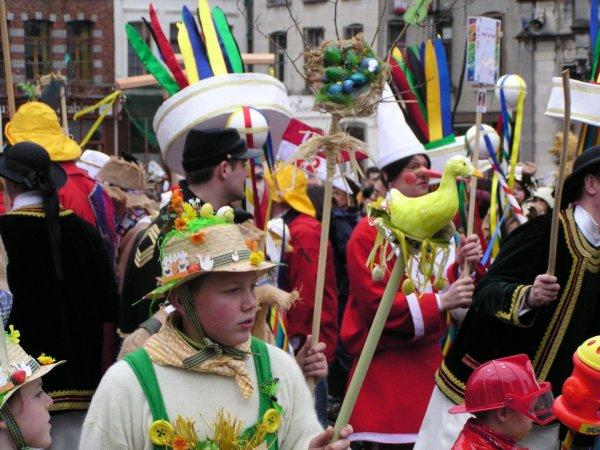 Le carnaval de Binche photo récente: pour tous cotillons