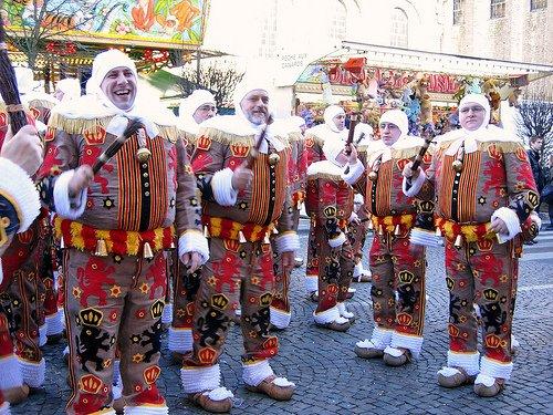 Le carnaval de Binche photo récente: les Gilles